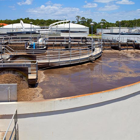 Aerated lagoon filtering municipal wastewater